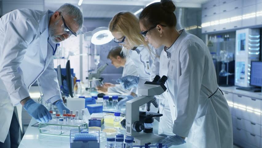 специалисты в области статистики и вирусологии