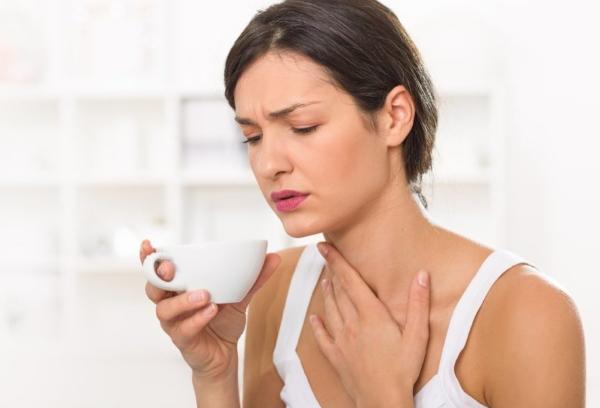 Как именно и как долго болит горло при коронавирусе