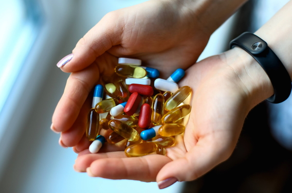 lekarstva v rukah