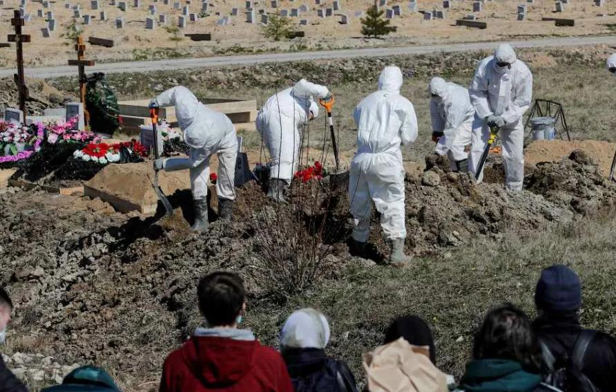 Как хоронят умерших от коронавируса в России сегодня