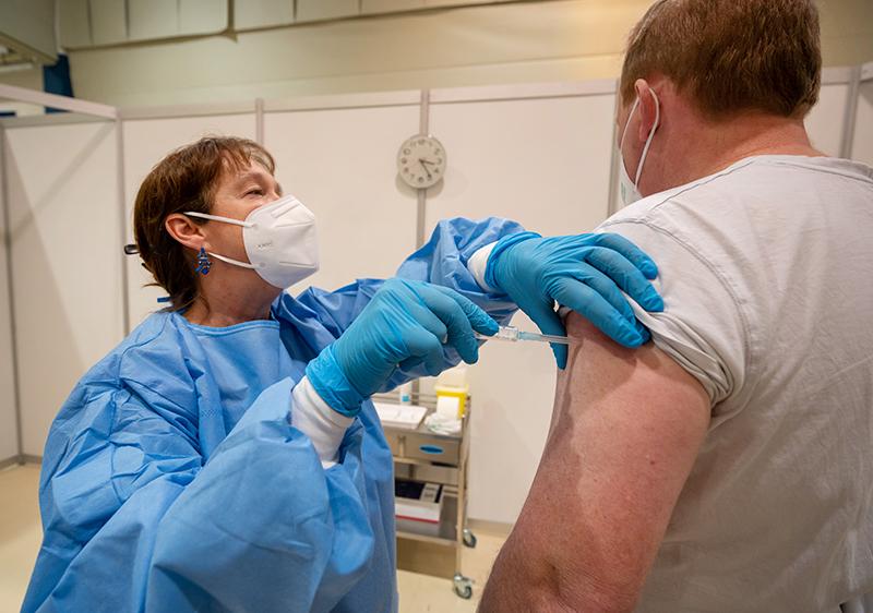 Когда зарегистрирована вакцина Эпиваккорона и массовая вакцинация населения