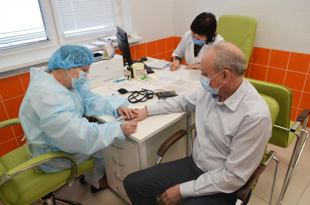 Процесс записи на вакцинацию старше 60, 65 лет