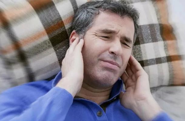 Может ли закладывать уши при коронавирусе